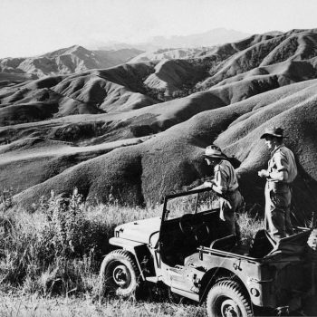 Australian soldiers watch for Japanese over Wau-Mabu - Trek Kokoda Tour