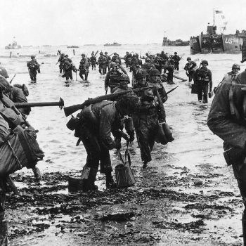 June 6, 1944 US reinforcements land on Omaha beach during the Normandy D-Day landings near Vierville sur Mer, France - Normandy D-Day Tour
